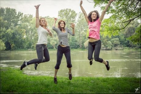 jumping-444610_1280