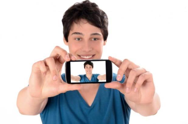 man-taking-selfie
