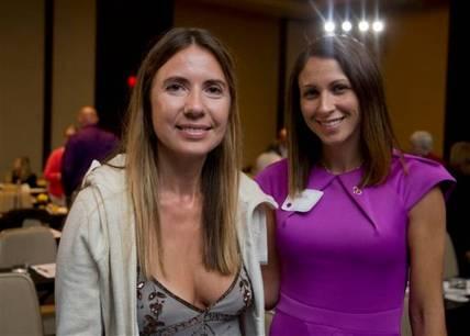 Giedre Cohen de 37 años y Carrie Richardson tienen Alzheimer Heredado por Dominancia . Foto AP